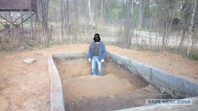 Бюджетный прудик одной лопатой на дачном участке.