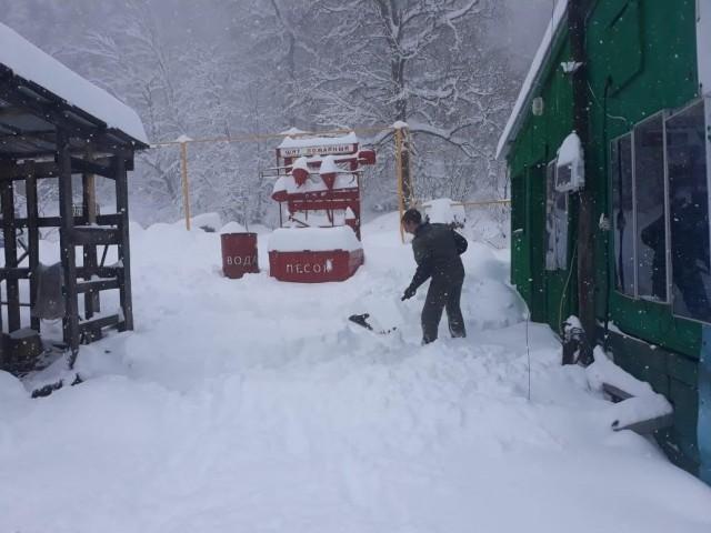 В Адыгее и Краснодарском крае за несколько дней до начала лета выпало 45 см снега