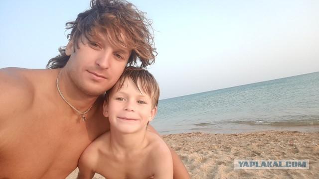 «Я прекрасно понимал, что, скорее всего, плыву в одну сторону»: под Анапой мужчина спас тонущую семью с ребёнком