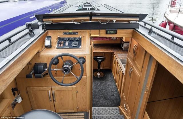 20-метровый плавучий дом выставлен на продажу