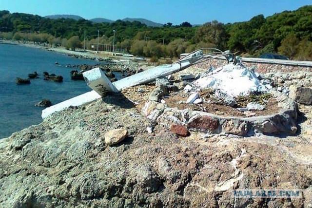 На греческом острове снесли крест, чтобы не обидеть мигрантов