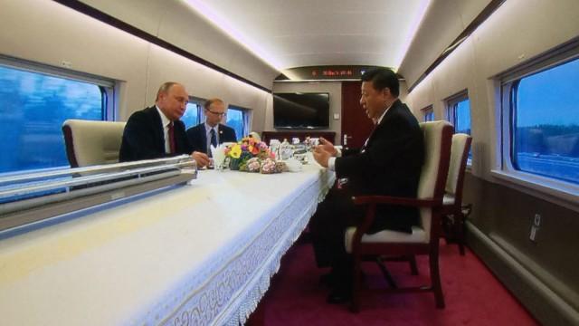 Си Цзиньпин прокатил Владимира Путина на скоростном поезде