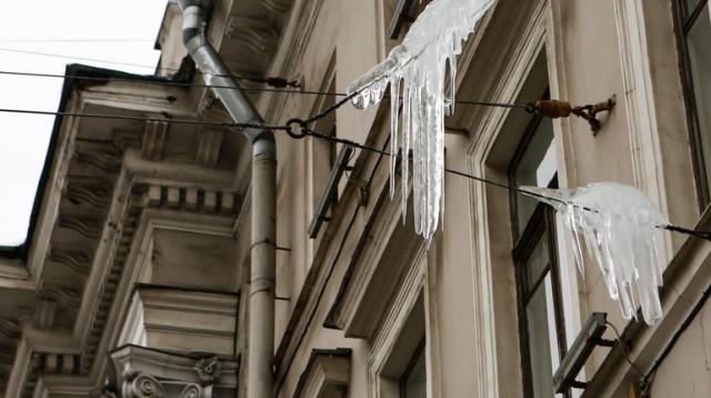 В Петербурге сына прокурора придавило снегом, управляющую компанию уже поверяет прокуратура