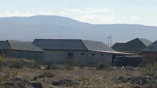 В с. Эндирей (Дагестан, Хасавюртовский район) силовики ликвидировали двух боевиков. Бой только что закончился.