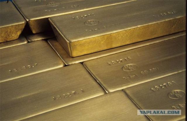 «Stern»: У Германии больше золотых запасов, чем у России. Но они в США...