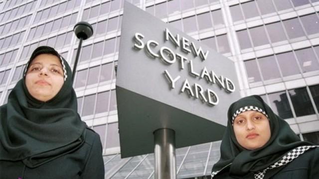 Полиция Шотландии вводит хиджаб в униформу женщин-офицеров