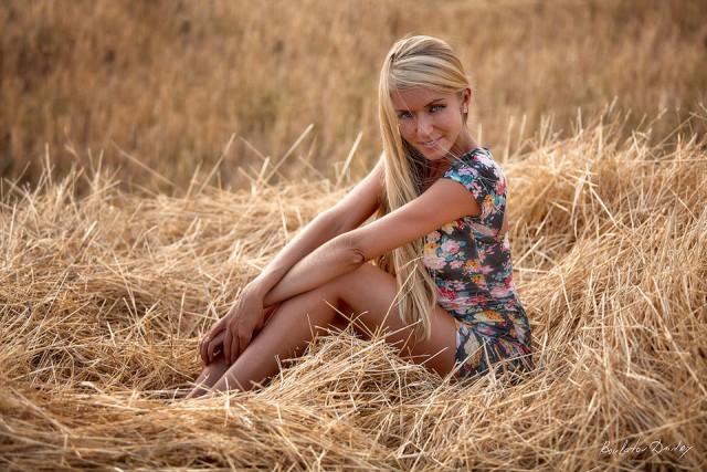 фото девушек в деревне