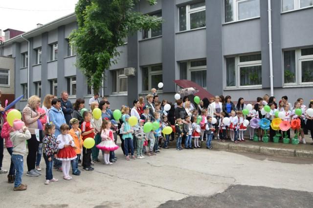 Инновации по-украински: в Николаевской области с песнями и танцами открыли мусорку