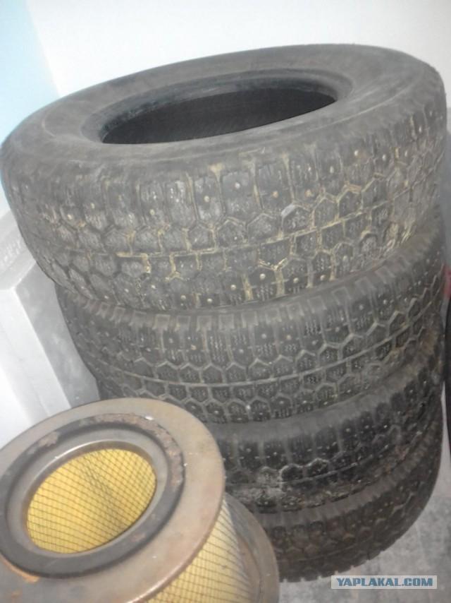 Шины шипованные Bridgestone 205/70R14
