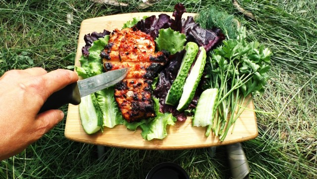 Бушкрафт по-женски: мясо на углях, гамак из тростника, травяной чай