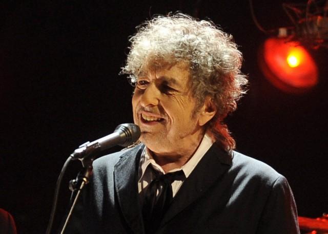 Нобелевскую премию по литературе получил певец Боб Дилан