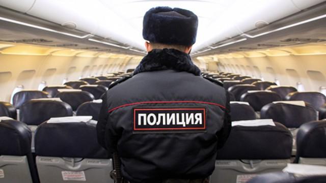 Пассажирский лайнер прервал полет и экстренно сел в Воронеже из-за дебоша пассажира бизнес-класса утром 1 января 2019 года