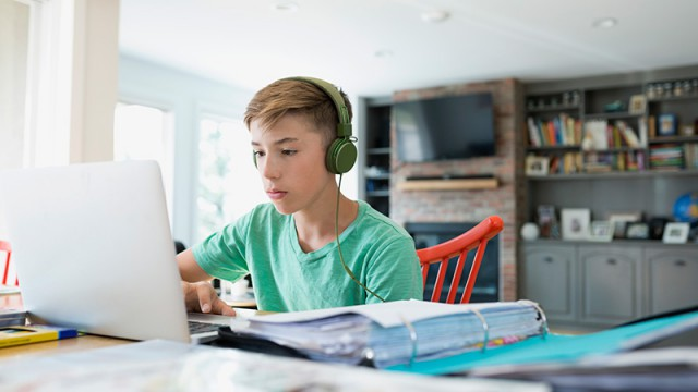 Детям до 14 лет хотят запретить соцсети. А остальных собираются пускать только под настоящим именем по паспорту