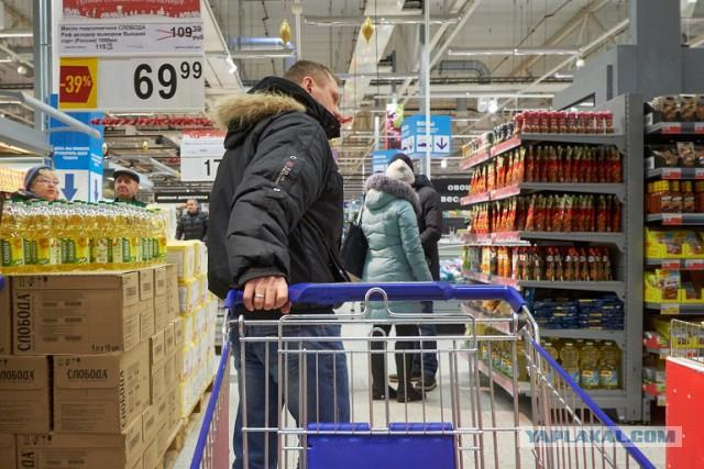 Эстонцы массово едут закупаться в российские магазины