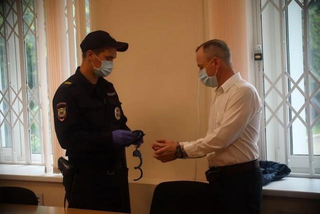 Пермского учителя приговорили к 9,5 годам лишения свободы за хлопок по попе