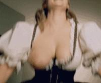 tantsuet-i-pokazivaet-siski