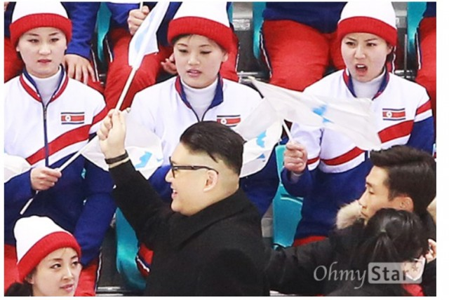Реакция Северокорейских болельщиков на подражателя Ким Чен Ына