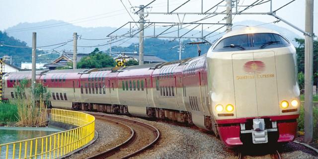В 2019 году по Японии всё ещё колесит уникальный «спальный поезд» из 70-х. Вот как он выглядит