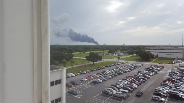 Ракета-носитель Falcon 9 компании SpaceX Элона Маска взорвалась на стартовой площадке.