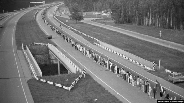 """""""Балтийский путь"""": 2 миллиона человек встали цепью на 600 км, чтобы добиться независимости Литвы, Латвии и Эстонии"""
