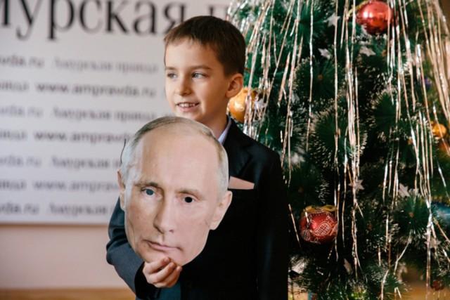 Школьник пришёл на утренник в костюме Путина