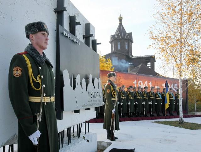 Под Киевом перезахоронили 60 солдат
