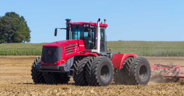 Французские СМИ: «до санкций, Россия покупала тракторы и комбайны у нас, а теперь продает свои в США и Европу»