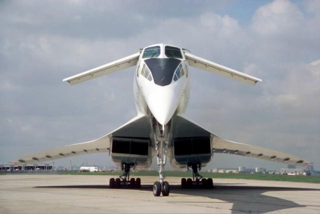 31 декабря 1968 года совершил первый в мире полет сверхзвуковой пассажирский самолет Ту-144