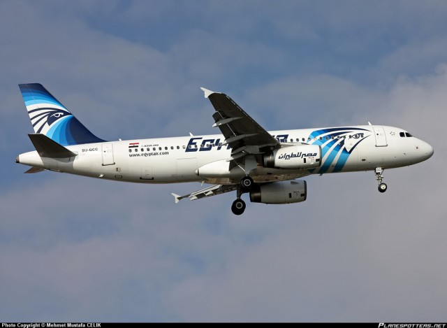 Следовавший из Парижа египетский Airbus A320 исчез с радаров и упал в море