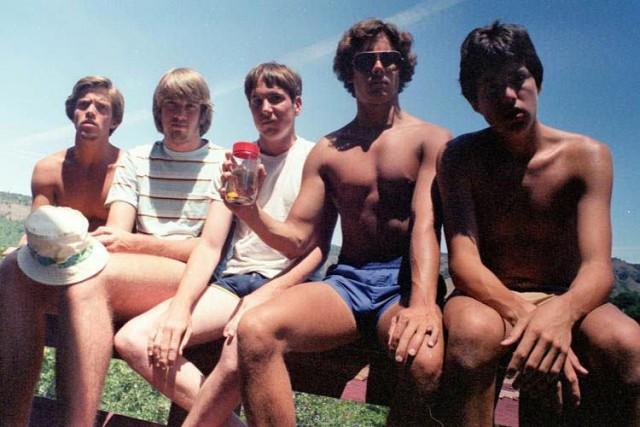 Эти пятеро друзей уже 35 лет воссоздают снимок своей молодости