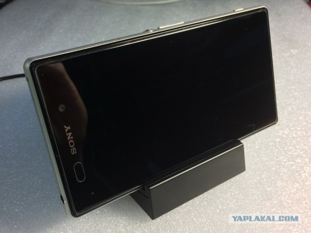 Телефон Xperia Z1