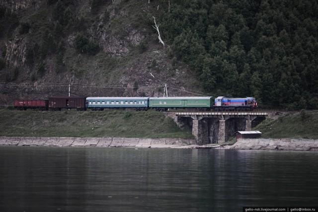 Озеро Байкал и Кругобайкальская железная дорога