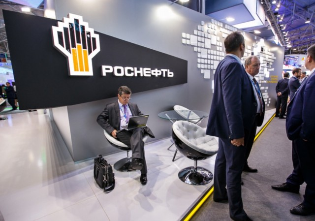 В «Роснефти» высказались о дизайнерской одежде на миллион евро. «Зачем нам у русских закупать?»