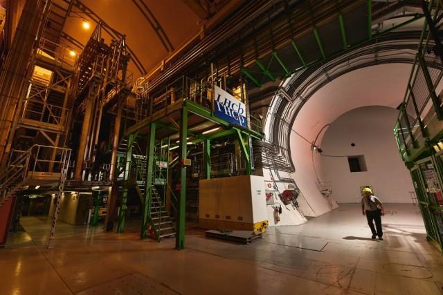 Ученые CERN открыли две новые элементарные частицы