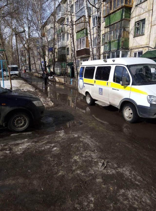 В Ульяновске девушка на Lexus угрожала водителю, перевозившему инвалидов