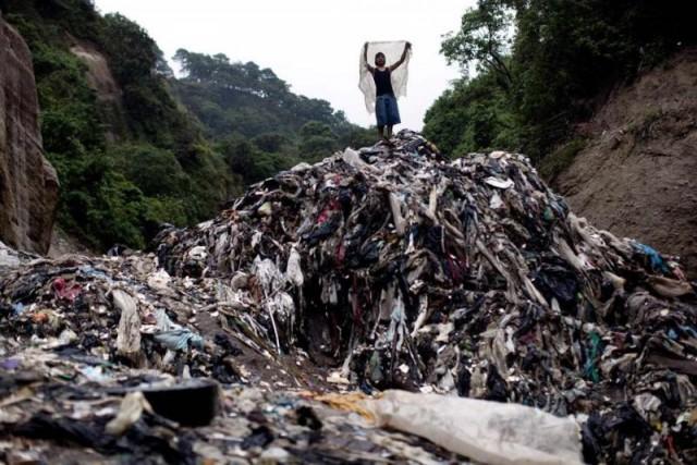 В поисках сокровищ среди гор мусора