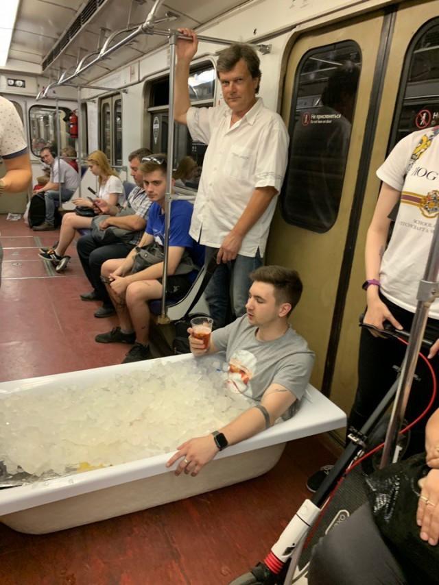 """В нашем метро порой встречаются такие """"модники"""" - закачаешься!"""