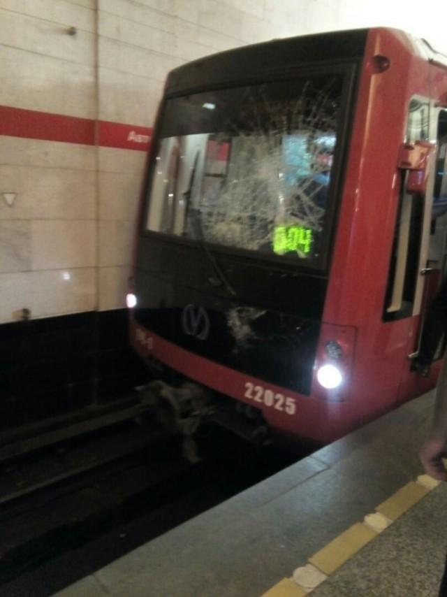 В Петербургском метро солдатик прыгнул под поезд и остался живой