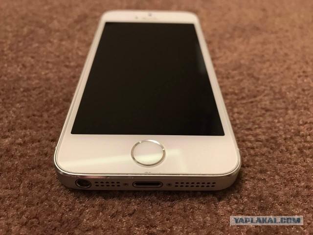 Продам в Москве iPhone 5S (A1533) 32Gb