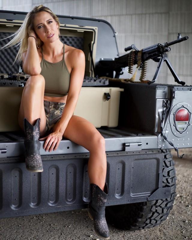Поклонница оружия