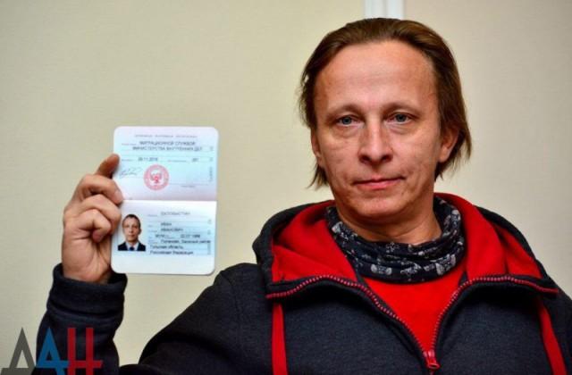 Глава ДНР вручил паспорт гражданина Республики российскому актеру Ивану Охлобыстину