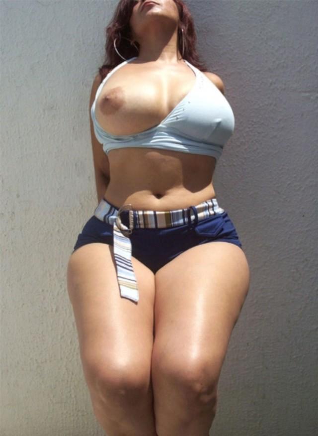 круглыми формами сексуальные мамаша с