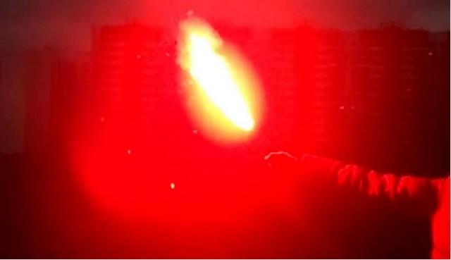 Хулиганы забросали яйцами и файерами здание ФСБ в Москве на Лубянке
