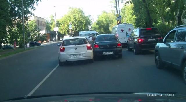Сбившего мужчину водителя BMW задержали