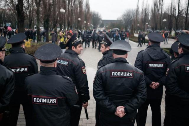 В Думе хотят разрешить полицейским применять оружие в толпе