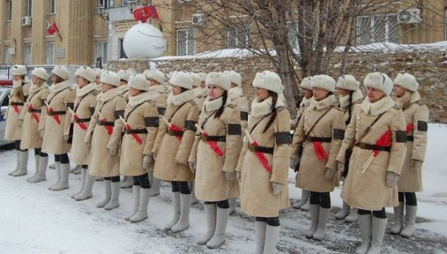 Регулировщицы военных лет на улицах Волгограда