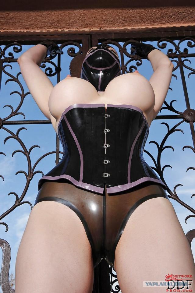 Эротическое фото балерина в латексе 10 фотография