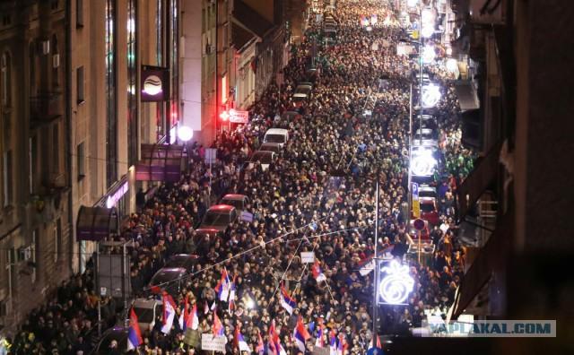 В Сербии набирают обороты массовые протесты против президента: на улицы вышли тысячи людей