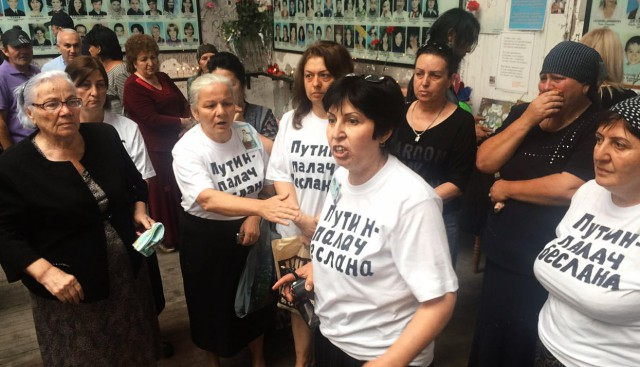 Матерей Беслана после протеста во время панихиды приговорили к общественным работам и штрафам