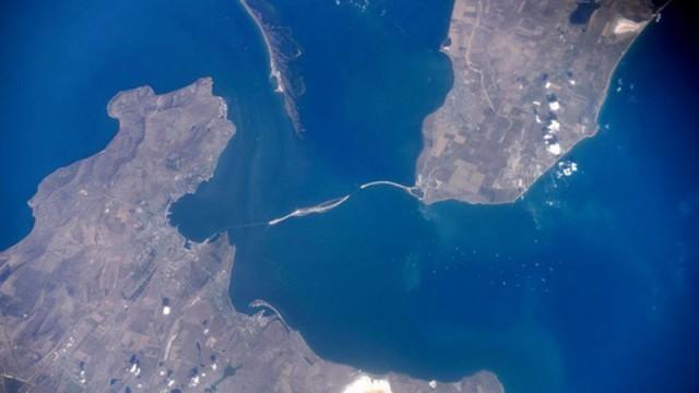 Украина готова признать законность строительства Крымского моста(3 фото)